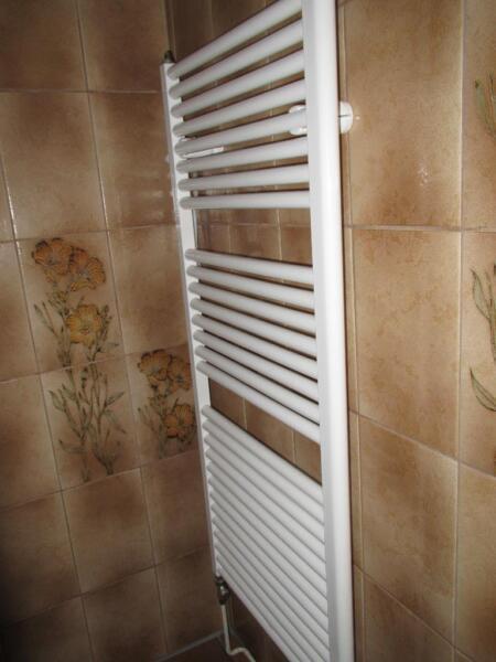 sch ner design bad heizk rper in niedersachsen hameln badezimmer ausstattung und m bel. Black Bedroom Furniture Sets. Home Design Ideas