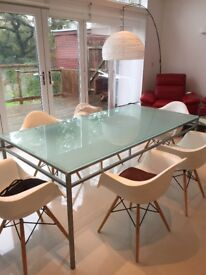 Contemporary 6-seater glass dining table