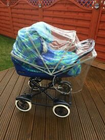 Mamas & Papas pram c/w separate pushchair seat & raincover in excellent condition £90