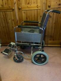 Foldable attendant wheelchair