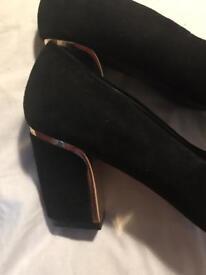 Monsoon ladies mid heel shoes size 6.5uk black & gold