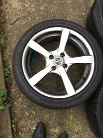 17 inches alloy wheels .