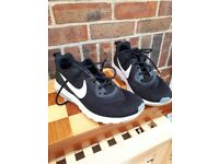 nike trainers size 7 / 40