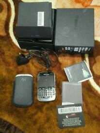 Blackberry bold 9900 smartphone 8gb in good condition boxs menus charger