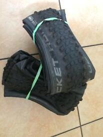 2x Schwalbe Rocket Ron 29x2.25 Evo Liteskin folding MTB tyres + inner tubes