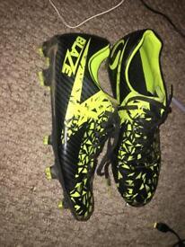 Size 9 Blaze football boots