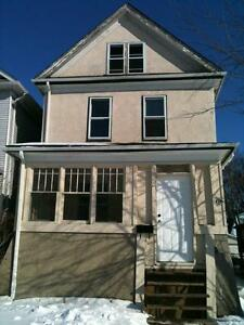 Beautiful 3 Bedroom Home on Garfield Available Immediately!