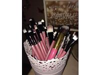 20 SO SOFT MAKEUP BRUSHES AND STORAGE POT NEW