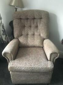 Comfy chair. Clean and tidy. No pets and none smoking home