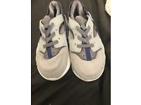 Infant boys Nike air hurachie trainers size 8