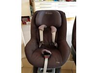 2 Maxi-Cosi FamilyFix Isofix Bases with Pearl Car Seats