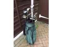 Golf set with clubs and balls £30
