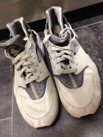 Nike air herachie size 10