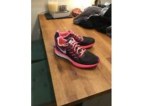 Nike ladies running shoes size 6 neutral fit