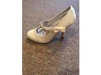 Size 3 ivory heeled shoes