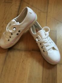 Size 5 rocket dog trainers