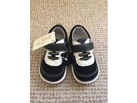 Toddler Squeaky Shoes Size 6