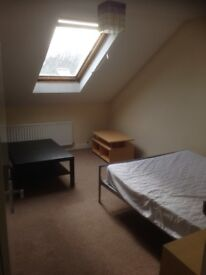 Fully furnished house with room to rent with double bed, internet and great central city location