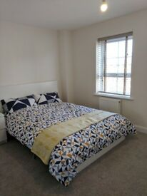 Double bed room near J17 of M6, Sandbach available, 15 mins from Stoke