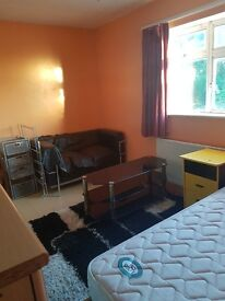 Large double room to rent in harrow