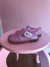 Girls size 6 jelly's with pink flashing lights