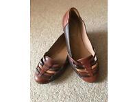 Clarks soft shoes - size 5D