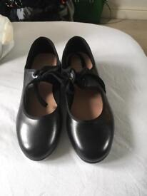 Never worn Bloch tap shoes, size 3
