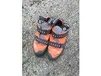 Scarpa Veloce climbing/bouldering shoes, hardly used (men's size UK 9.5 EU 44)