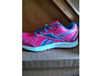 Ladies/ GIRLS/ BNWT Reebok size 6.5 Almotio NEUTRAL RUNNING trainers