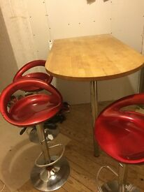 Wooden breakfast bar and 4 stools