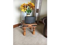 Oak side table in excellent condition £15