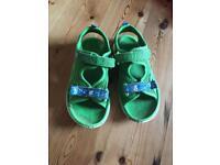Clarks piranha water shoes 9 1/2