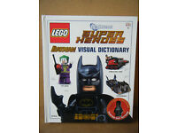 "Lego Super Heroes ""BATMAN, VISUAL DICTIONARY"" Great condition with Electro Suit Batman figure"