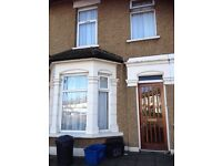 1 VERY LARGE MASTER DOUBLE BEDROOM AVAILABLE IN A NICE HOUSE AT ILFORD