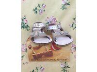 Girls' Salt-Water sandals, size 8 / 25