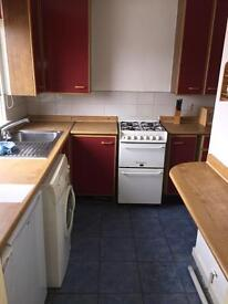 2 bedroom upper flat available in spruce rd Cumbernauld £425 in advance no deposit