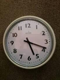 Kitchen Clock - Cream edge