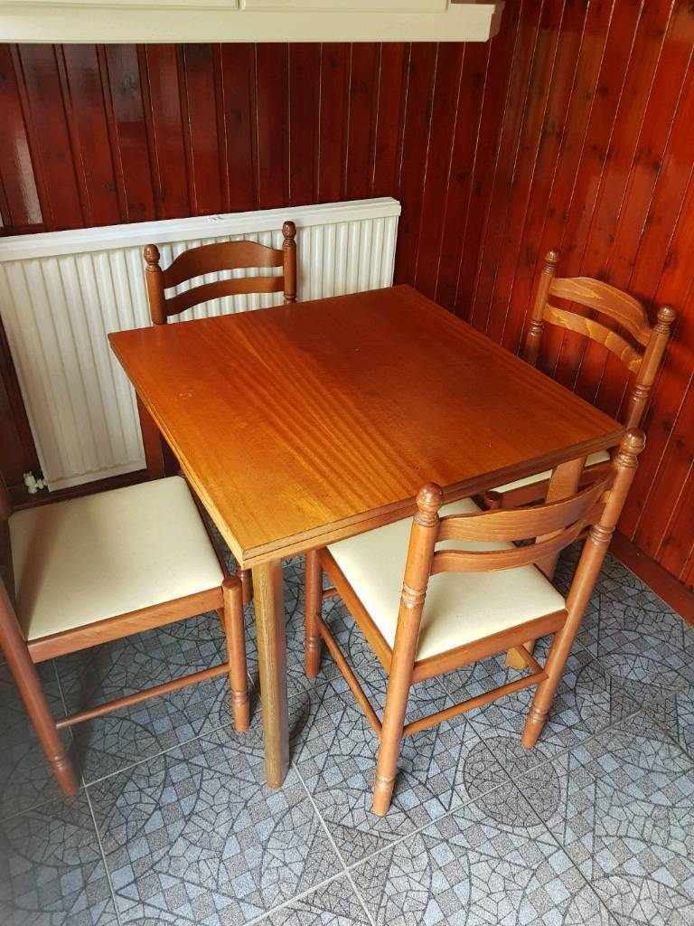 kitchen table and 4 chairs  in motherwell north