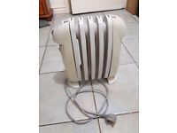 Delonghi Bambino 500W oil-filled electric radiator. Thermostat control.