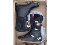 Sidi Courier motorcycle boots. Adventure, Touring, Trail/green lane. Size UK9 - Unused and Boxed
