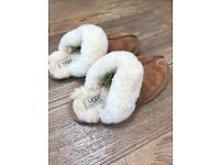 Ladies Ugg Slippers Size 3.5