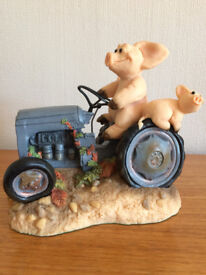 PIGGIN' TEST DRIVE TRACTOR FIGURINE COLLECTIBLE WORLD LIMITED EDITION RARE-NEW