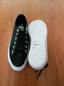 Brand new size 5 Converse All star OX patent