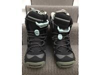 Salomon snowboarding boots size 5
