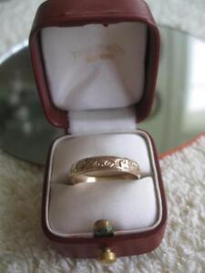 GORGEOUS OLD ENGRAVED 10KT YELLOW GOLD WEDDING BAND