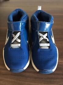 Nike hi tops in blue Boy 8.5 size Infant