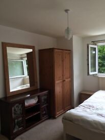 ROOM IN ST ALBANS HERTS BETWEEN WATFORD AND LUTON TO RENT ONE PERSON ONLY