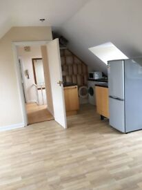 Bright top floor one bedroom flat close to University of Southampton (Highfield)