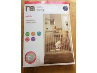 Mother care extending safety gate