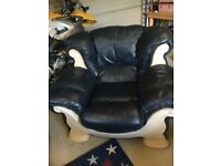 Selling a lovely 3 piece leather suite navy in colour and very comfy